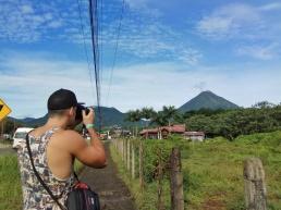 Vistas del volcán Arenal despejado.